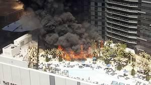 """Die Pool-Anlage des Hotels """"The Cosmopolitan"""" steht in Flammen"""