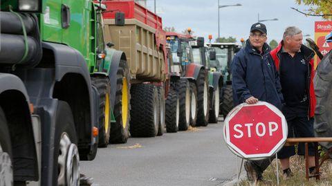 Traktoren blockieren die deutsch-französische Grenze