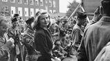 Zu Besuch in Berlin: Die Schauspielerin als Truppenbetreuung der GIs 1945.