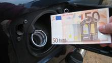 Tanken ist teuer - mit unsern Tipps sparen sie bares Geld