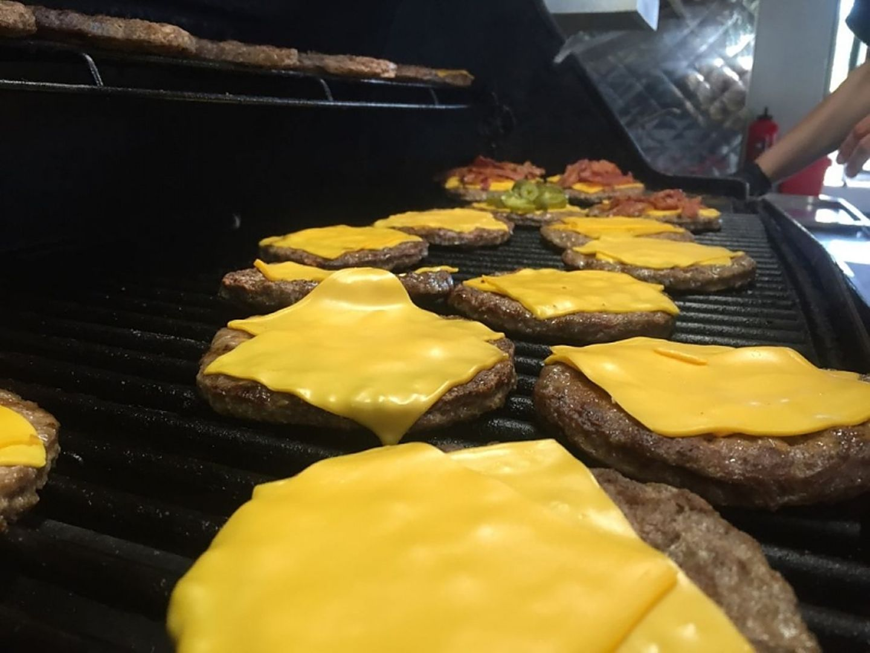 Wenn bei Style-your-Burger der Grill angeschmissen wird, läuft den Kunden das Wasser im Mund zusammen.
