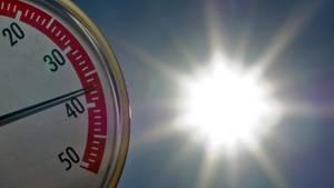 Hitzerekord Thermormeter in der Sonne