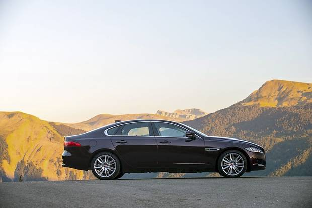 Der Jaguar XF ist 4,95 Meter lang