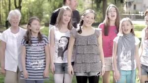 Screenshot Youtube: Singende Menschen im Imagefilm der Stadt Heidenau