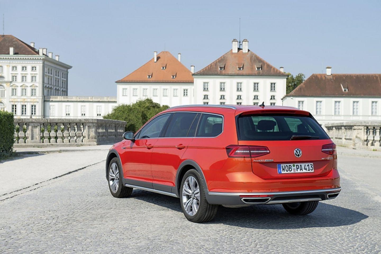 VW Passat Alltrack 2.0 TDI 4motion - vor dem Nymphenburger Schloss