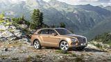 Bentley Bentayga über Stock und Stein