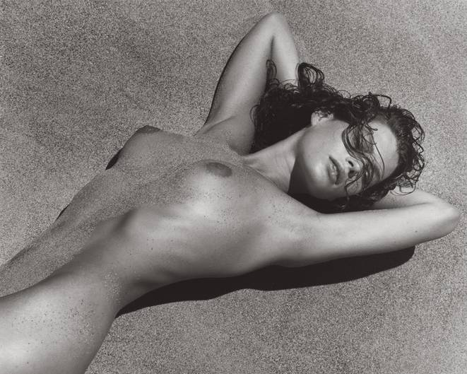 Herb Ritts Carrie in Sand 2