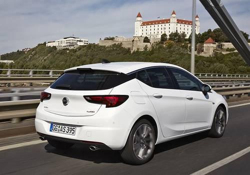 Opel Astra 1.4 Turbo - 4,37 Meter lang
