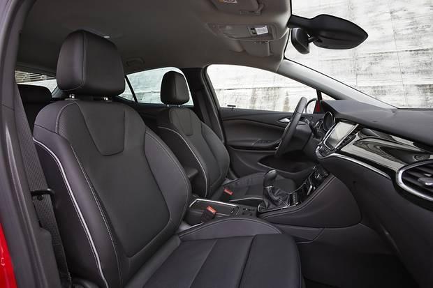 Opel Astra 1.4 Turbo - bequeme Frontsitze mit allem Komfort