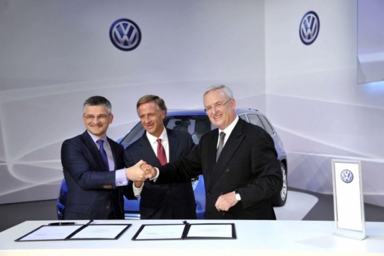 Michael Horn, William Edward Haslam (Gouverneur des Bundesstaates Tennessee) und VW-Chef Martin Winterkorn