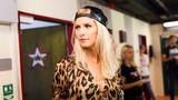"""Am 14.08.2014 wird im Staatstheater Wiesbaden die 8. Staffel von """"Das Supertalent"""" aufgezeichnet. In der Jury sitzen u.a. Lena Gercke die hier im Flur vor den Garderoben vor der Aufzeichnung steht."""