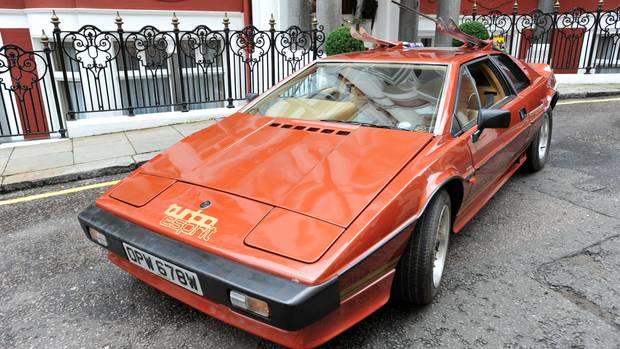 """Ein Lotus Esprit kam zweimal zum Einsatz. Hier der Esprit Turbo (zweite Baureihe) aus """"In tödlicher Mission""""."""