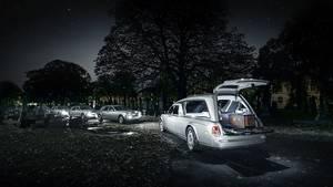 Das britische Bestattungsunternehmen A. W. Lymn mit seiner Rolls Royce Flotte