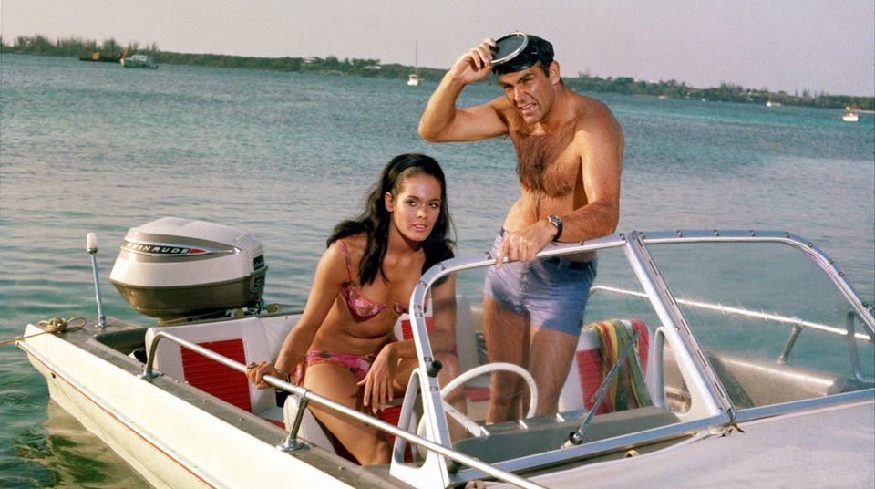 """Ist es ihnen augefallen? Zwei Bond-Filme haben die gleiche Story: """"Sag niemals nie"""" (1983) und """"Feuerball"""" (1965). In beiden Filmen spielt Sean Connery die Hauptrolle."""
