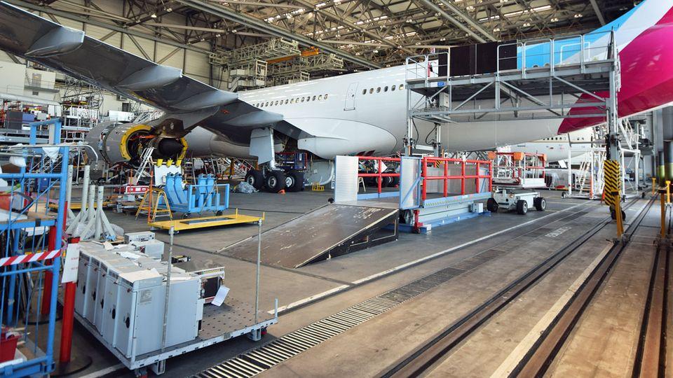 Der Airbus A330-200 im Hangar