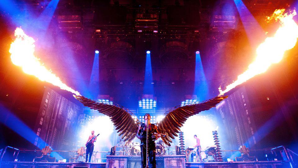 Rammstein-Frontmann Till Lindemann als Engel