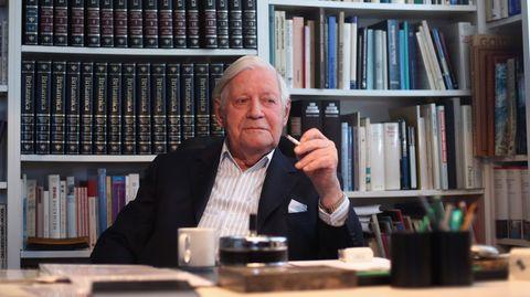 Der Altkanzler in seinem Hamburger Büro.