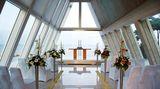 Der Altar vor dem Strand in der Kirche