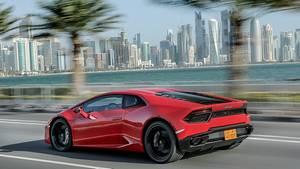 Lamborghini Huracan LP 580-2 - schiebt brachial an - mit den Hinterläufen