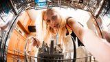 Geschirrspülmaschinen müssen nach 10 bis 12 Jahren ersetzt werden. Ein neues Gerät kostet etwa 500 Euro.