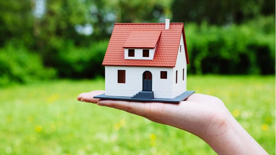 Eltern Müssen Die Eigene Immobilie Nicht Zwingend An Die Kinder Vererben.  Ein Verkauf Lohnt Sich