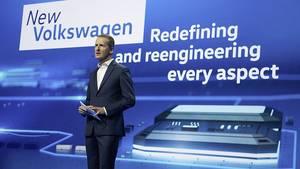 Herbert Diess hält seine Keynote auf der CES 2016