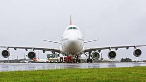 Warum ein Jumbojet mit fünf Triebwerken abhebt