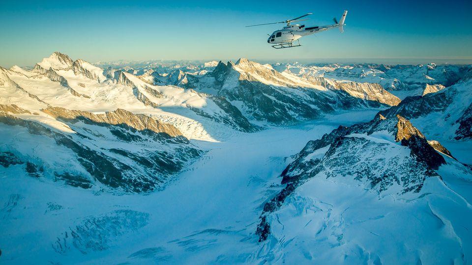 Im 360°-Panoramaflug über die Alpen