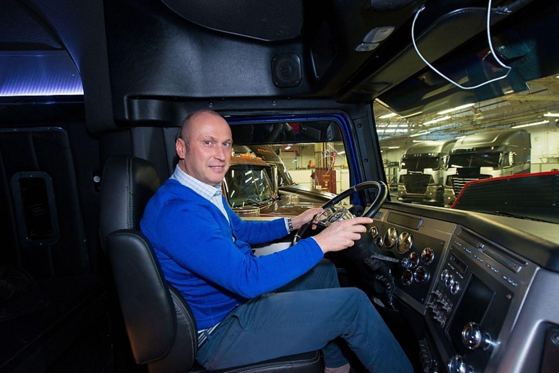 Im Führerhaus des Film-Star-Trucks
