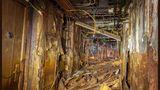 Chaos im Schoffskoloss: Dieses Teil des Rumpfes lag monatelang unter Wasser. Decke und Wände sind dem Verfall preis gegeben.