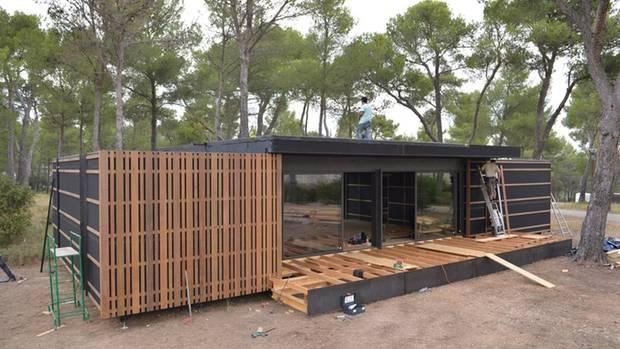 wikkelhouse dieses haus besteht aus pappe und ist. Black Bedroom Furniture Sets. Home Design Ideas