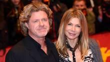 Ursula Karven mit ihrem Verlobten Mats Wahlström auf der Premiere von Cinderella in Berlin
