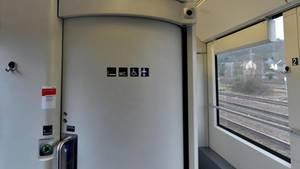 Eine Toilette in einem Zug