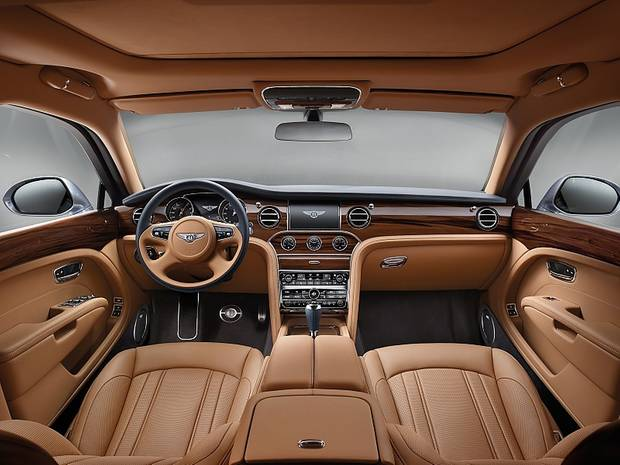 Das Cockpit des Bentley Mulsanne.