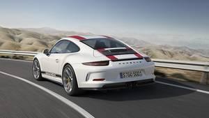 Im Gegensatz zum GT 3 und GT3 RS kommt der Porsche 911 R ohne auffälligen Spoiler aus