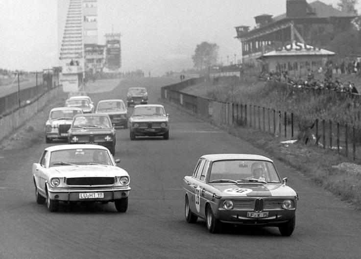 BMW 1800 im Motorsport - in den 60ern ging es für die Bayern los