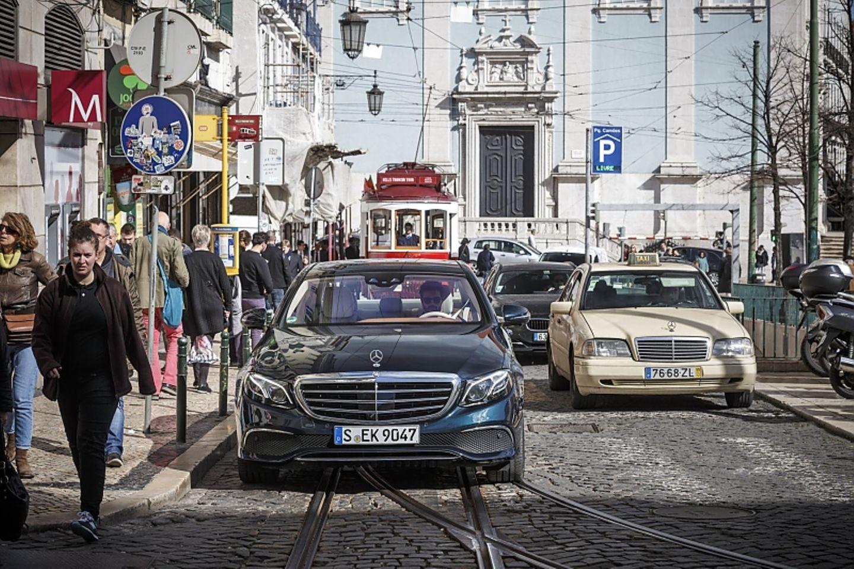 Mercedes E 220d - auf den Straßen von Lissabon