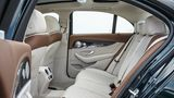 Mercedes E 220d - das Platzangebot im Fond könnte größer sein