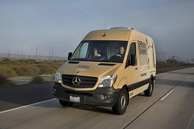 Spray Tanning Bus - der umgebaute Mercedes Sprinter kostete insgesamt 100.000 Dollar