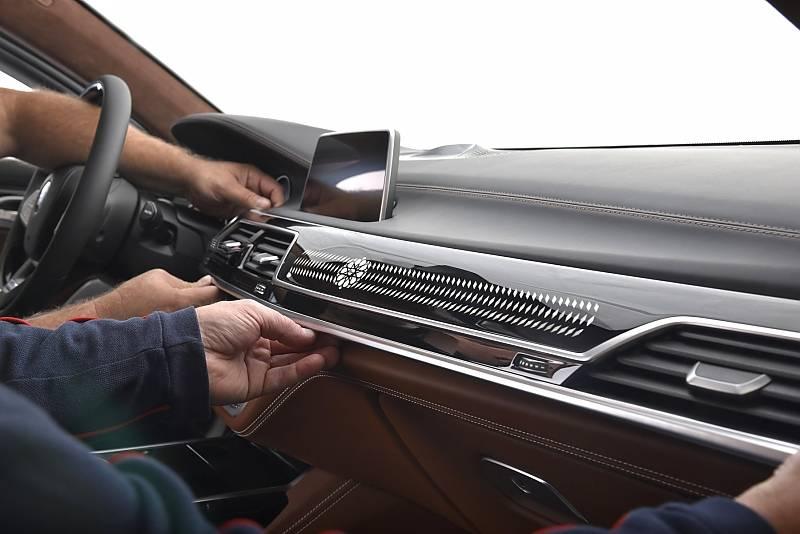 BMW 750 Li Solitaire - die exklusive Zierleiste mit Brillant