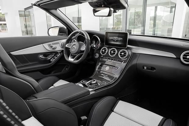 Der Innenraum des Mercedes AMG C 63 Cabrio