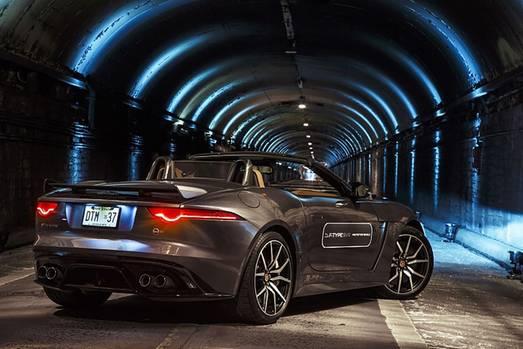 Auch von hinten ist der Jaguar F Type SVR ein Leckerbissen