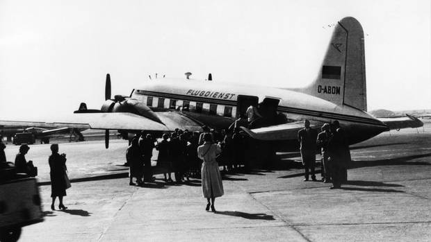 Die Maschine auf dem Flugfeld