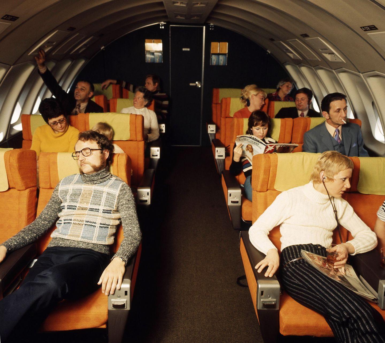 Im Oberdeck der Boeing 747: Platz für 16 Fluggäste, die damals noch rauchen dürfen - und den stern lesen!