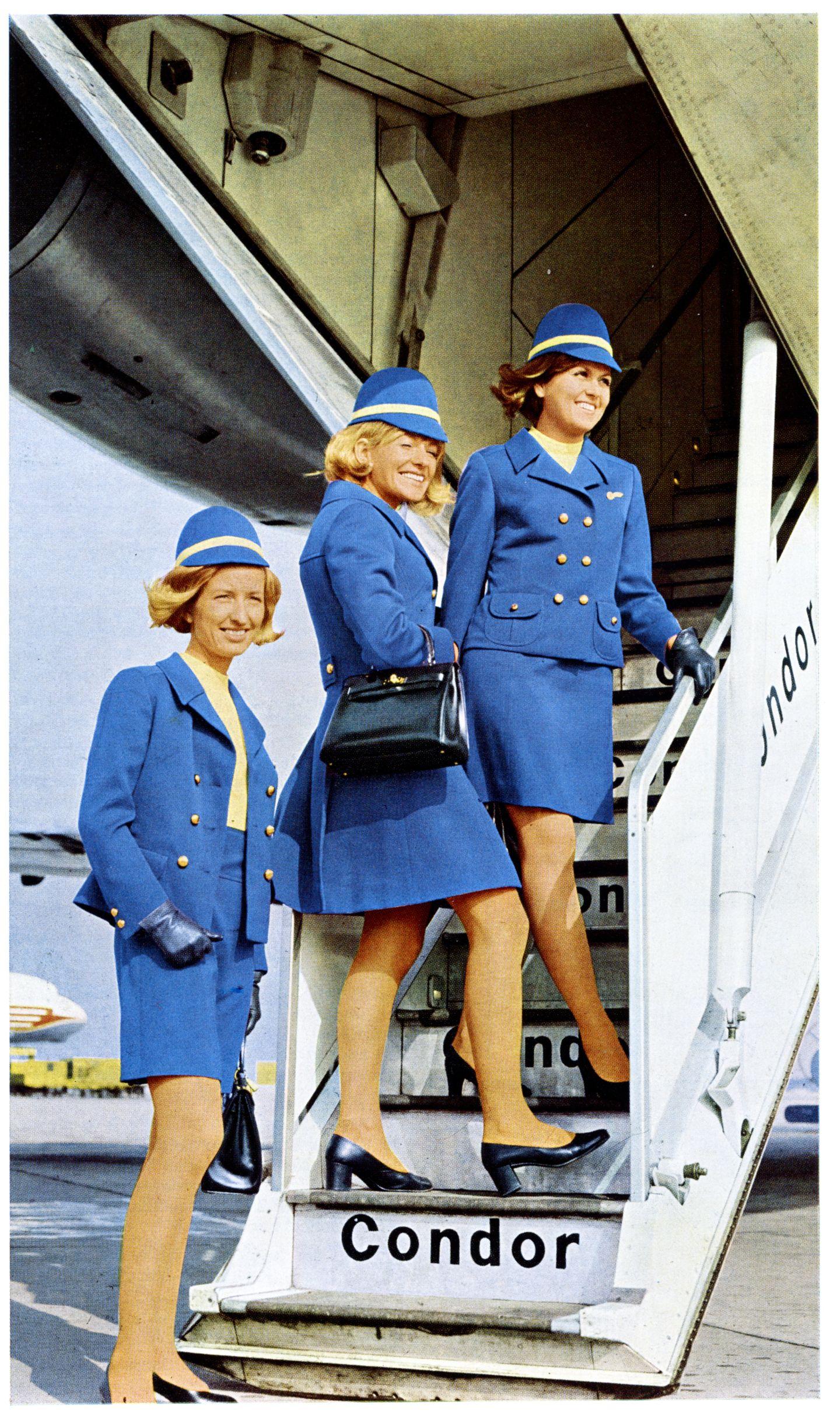 So sahen die Flugbegleiterinnen in den 70er-Jahren aus: Hier stehen sie an der heruntergelassenen Treppe am Heck einer Boeing 727