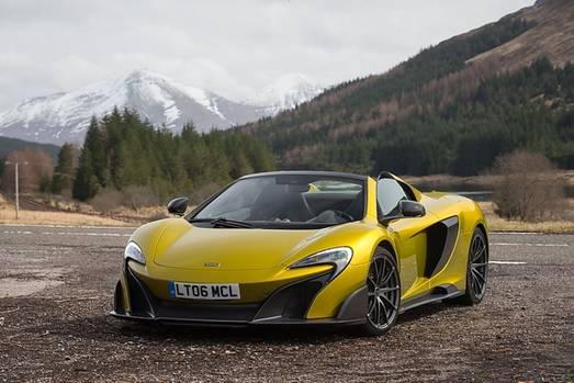 326 km/h ist der McLaren 675LT Spider schnell.