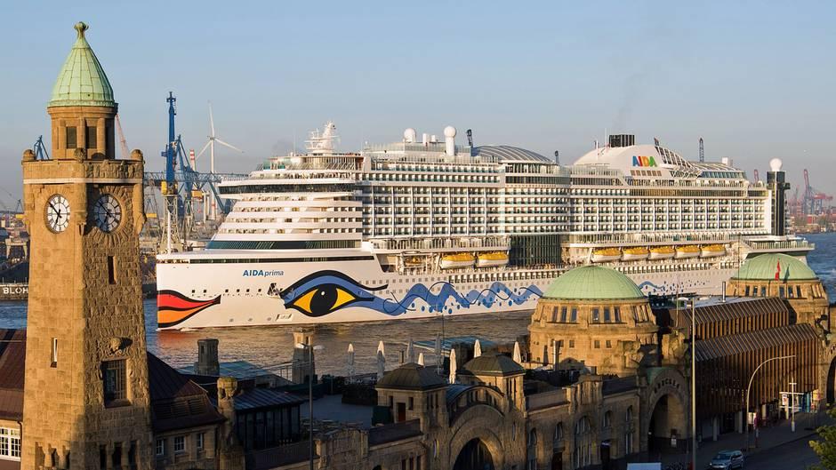 Kreuzfahrtschiff erreicht Taufhafen: