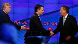 Ted Cruz (m.) und John Kasich (r.) verbünden sich gegen Donald Trump