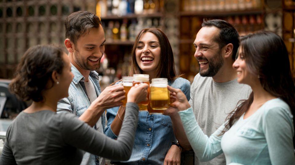 Sich bei After-Work-Cocktails vernetzen