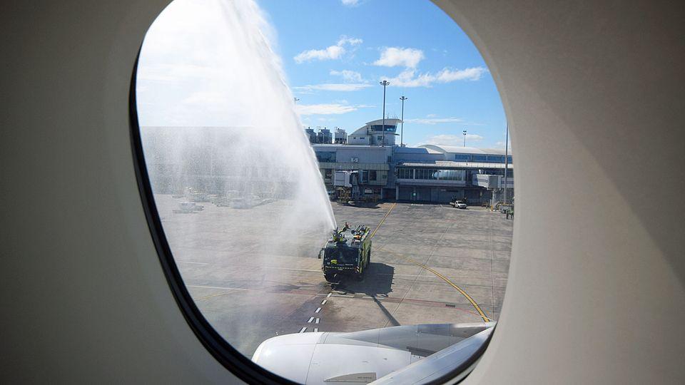 Follow Me: Besondere Begrüßung des Erstfluges durch die Flughafenfeuerwehr in Auckland © Till Bartels
